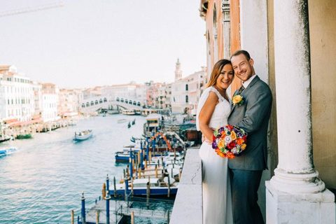 A colorful and fun wedding in Venice at sunrise