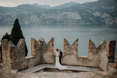 A great wedding surprise at Malcesine Castle on Lake Garda