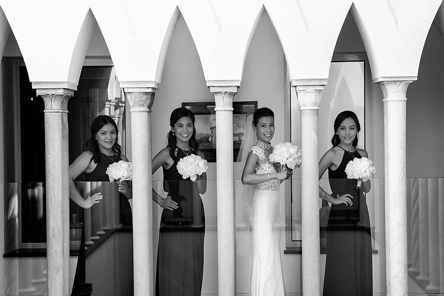 Klarisse and her bridesmaids in Villa Cimbrone