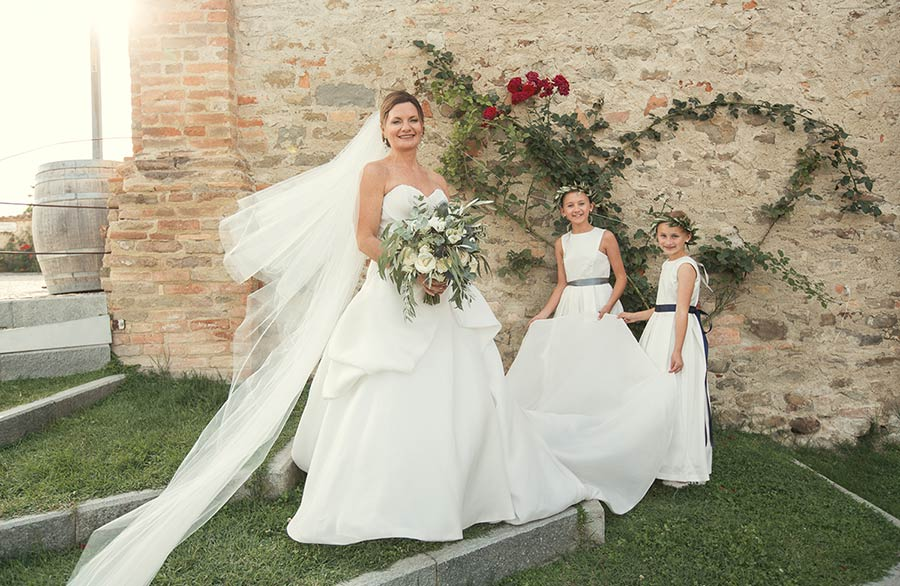 Our bride and her flower girls | Wedding in Langhe