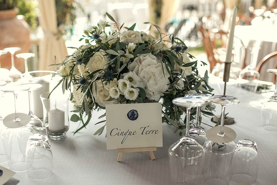 Natural and stylish centerpiece