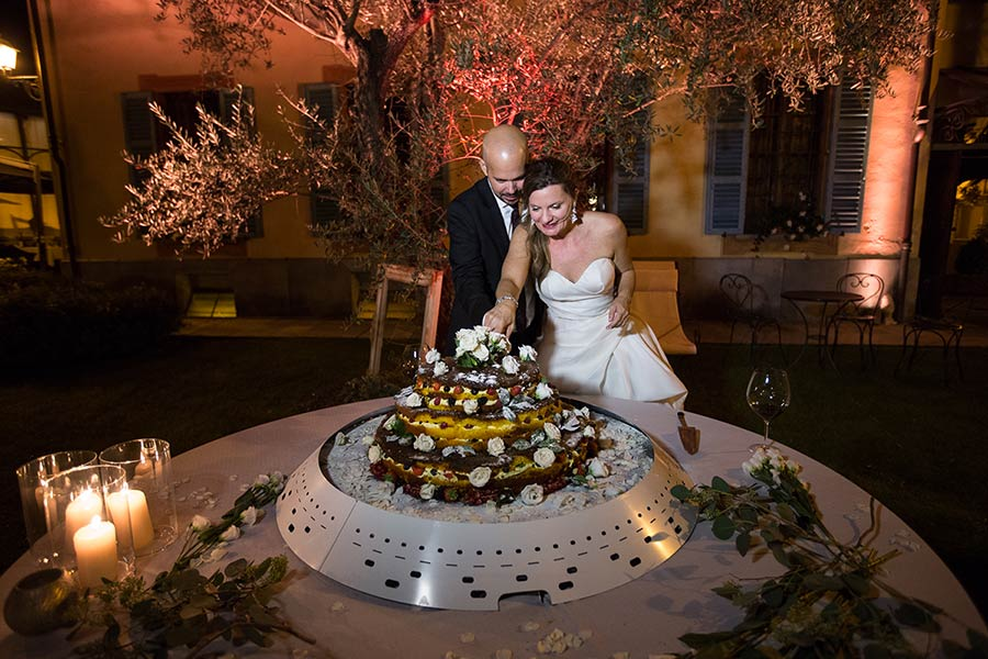 Wonderful naked wedding cake by chef Massimo Camia