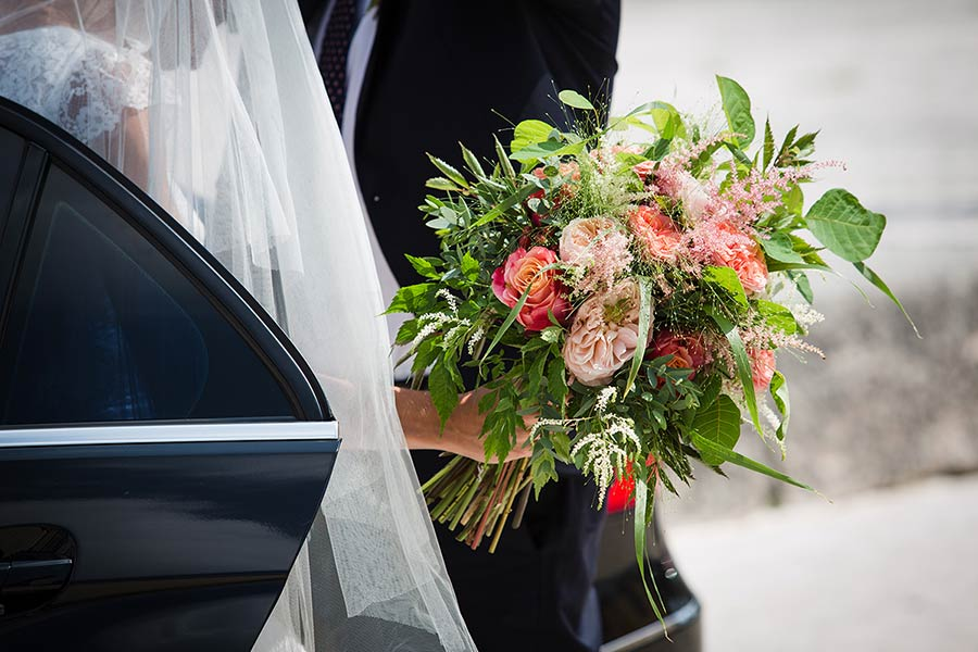 A stilish and natural bridal bouquet