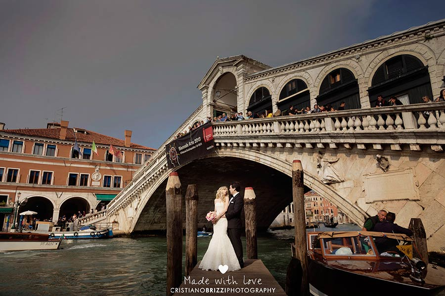 Ponte di Rialto, a beautiful frame for your wedding in Venice