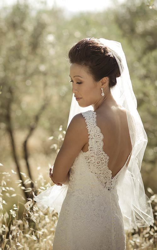 A very chic lace wedding dress