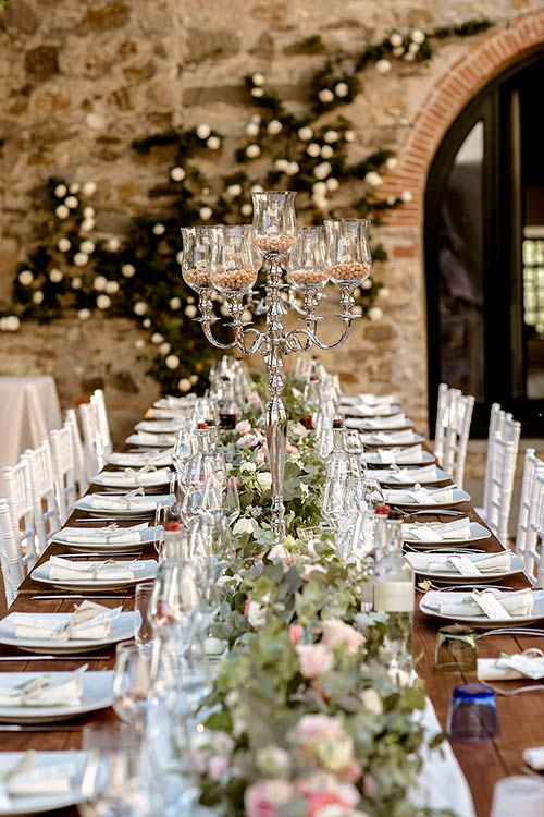 A very stylish wedding reception in Tuscany