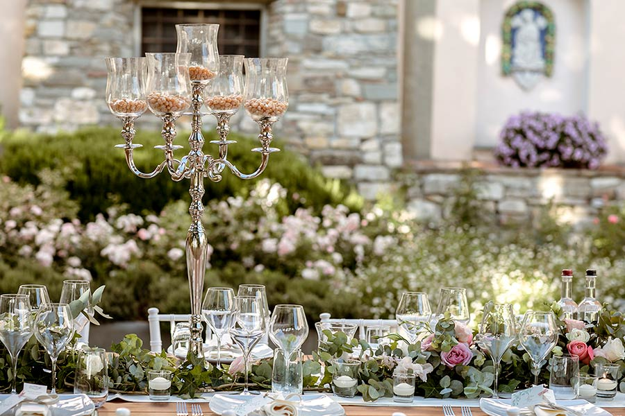 Stylish decorations for a wedding reception in Tuscany