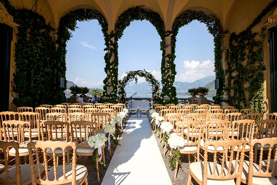 The wedding ceremony took place under the loggia of Villa del Balbianello
