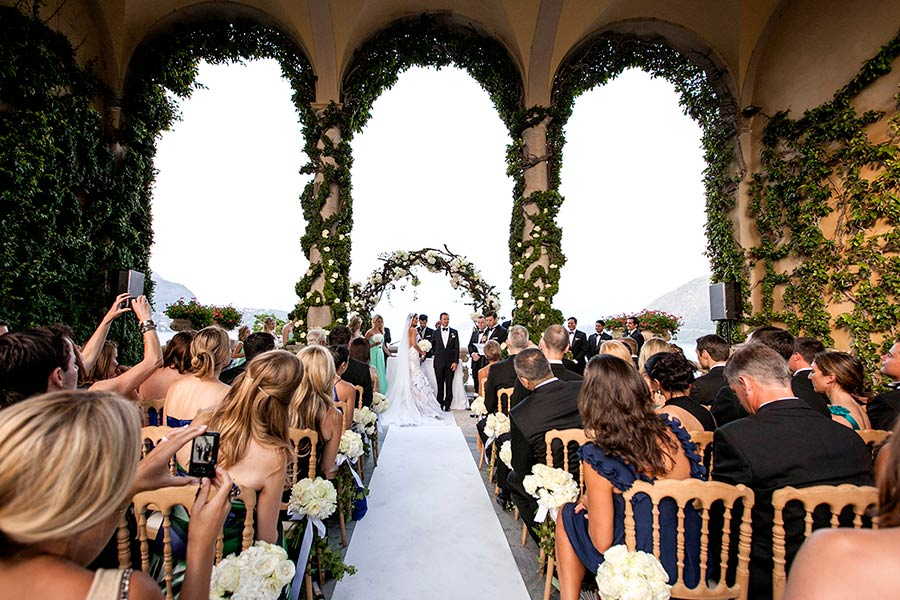 Stylish wedding ceremony on Lake Como