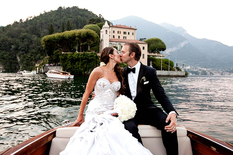 We organized some fascinating wooden taxi boats which left Villa Balbianello in a choreographic way
