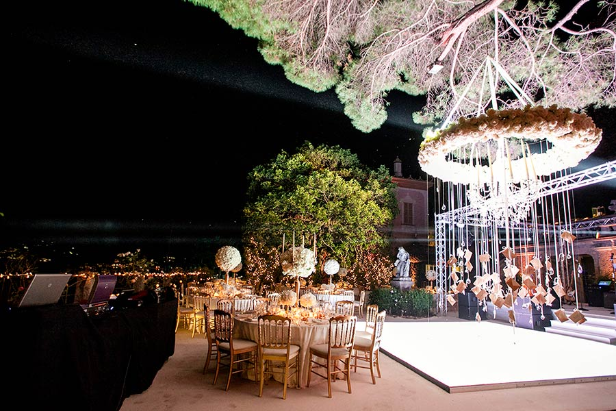 A glamorous wedding reception on Lake Como