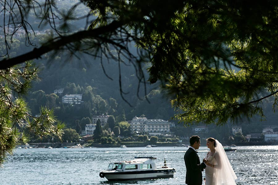Boat tour on Lake Maggiore and Borromeo Island for great wedding photos
