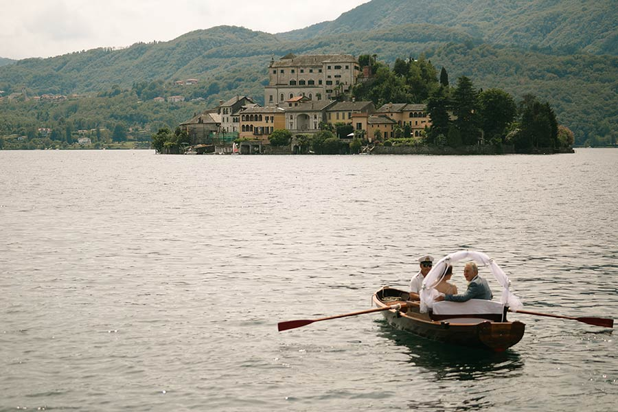 Wedding on lake Orta: here comes the bride... by boat