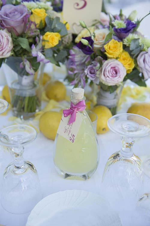 A bottle of Limoncello liquor as a favor for each guest, a real mediterranean style.