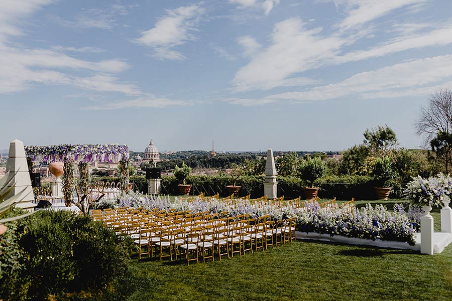 Wedding ceremonies can be planned in its beautiful gardens facing Rome