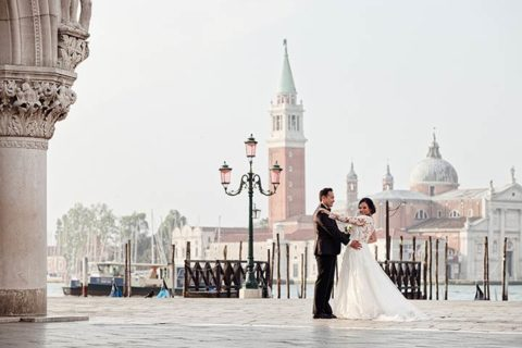 A catholic wedding at sunrise in Venice